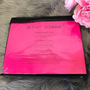Betsey Johnson Bedding - 🆕 Betsey Johnson black twin sheet set